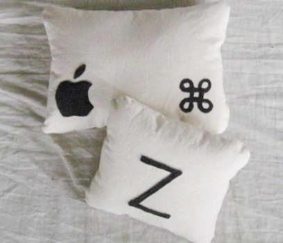 Mac pillows)